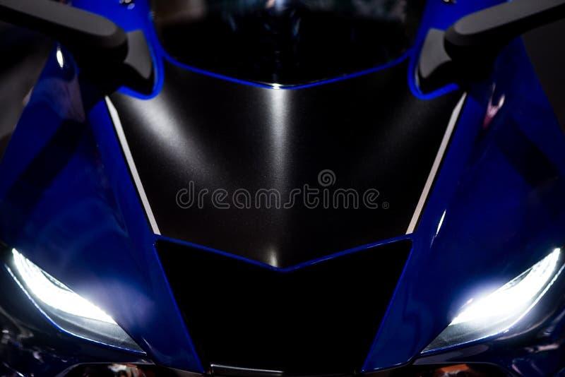 Motocicleta de competência azul imagens de stock