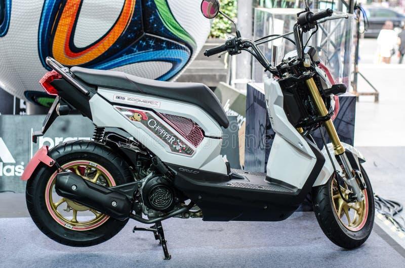 Download Motocicleta De Honda ZOOMER X Imagen editorial - Imagen de modelo, ciudad: 42442985