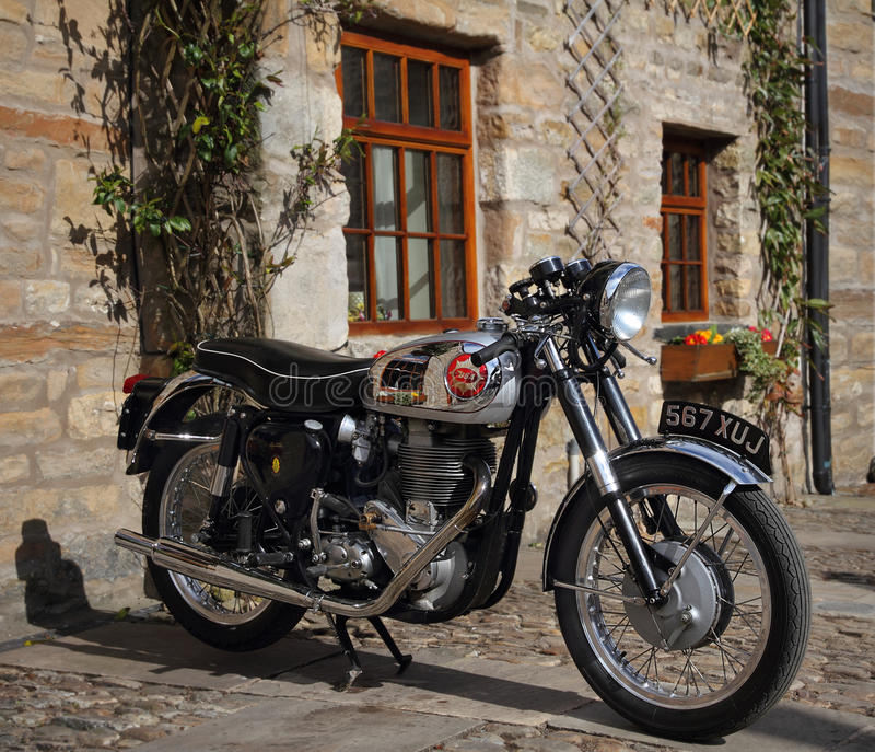 Motocicleta de la obra clásica de BSA Goldstar imagen de archivo libre de regalías