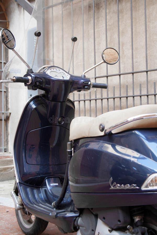 motocicleta del Vespa-estilo fotografía de archivo libre de regalías