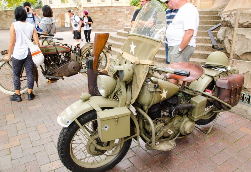 Motocicleta do exército do vintage na exposição automóvel clássica no dia de Austrália foto de stock