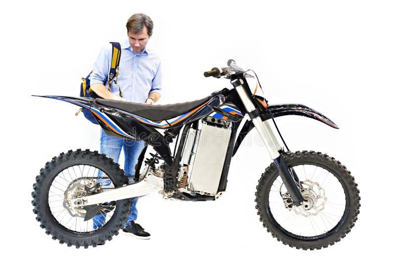Motocicleta eléctrica y comprador aislados foto de archivo libre de regalías