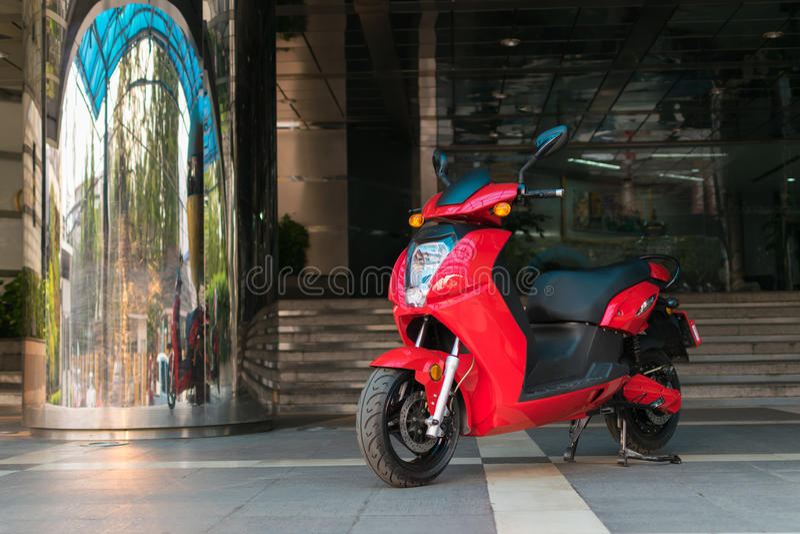 Motocicleta elétrica em Tailândia imagem de stock