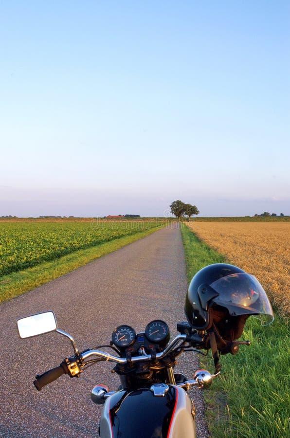 Motocicleta en el país fotografía de archivo