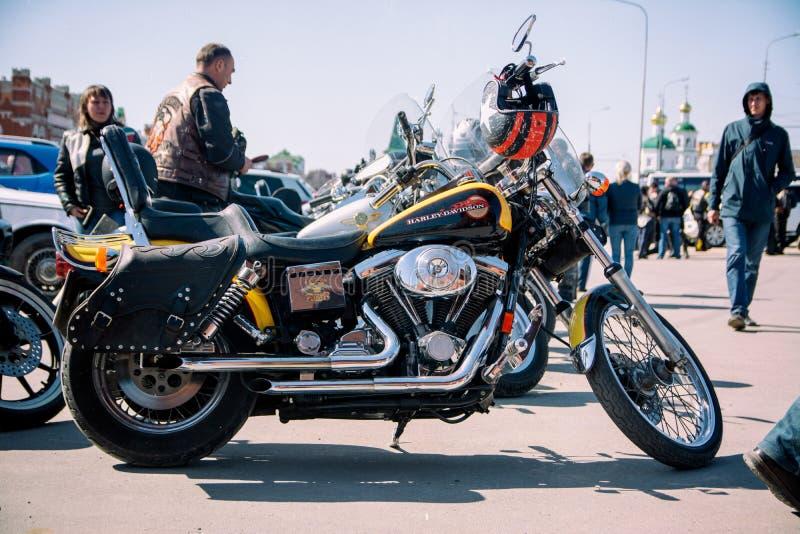 A motocicleta está no asfalto fotografia de stock royalty free