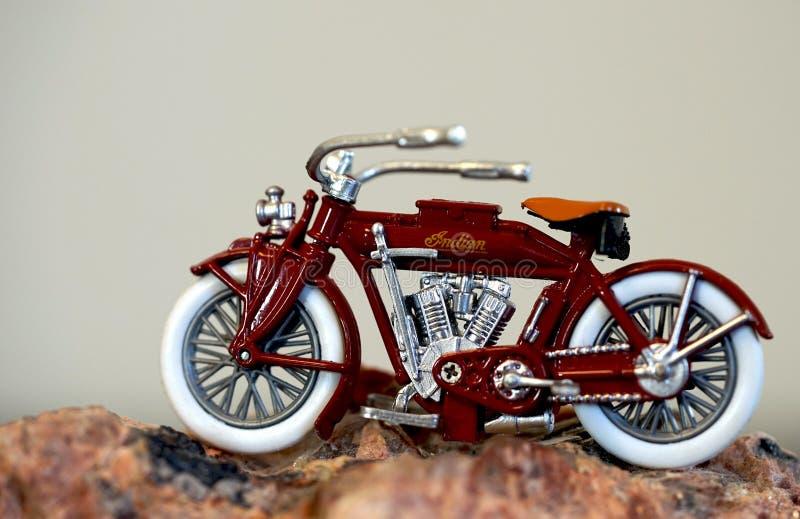 Motocicleta indiana vermelha imagens de stock