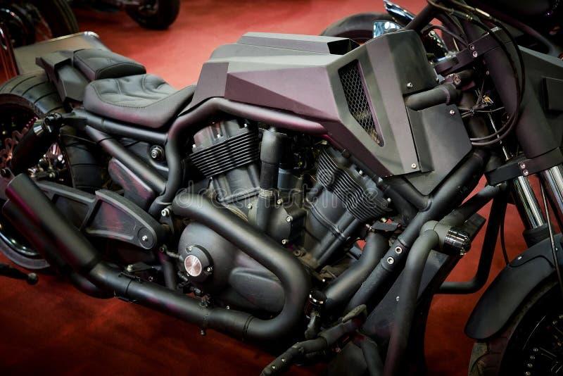 Motocicleta pesada negra brutal del crucero fotografía de archivo libre de regalías