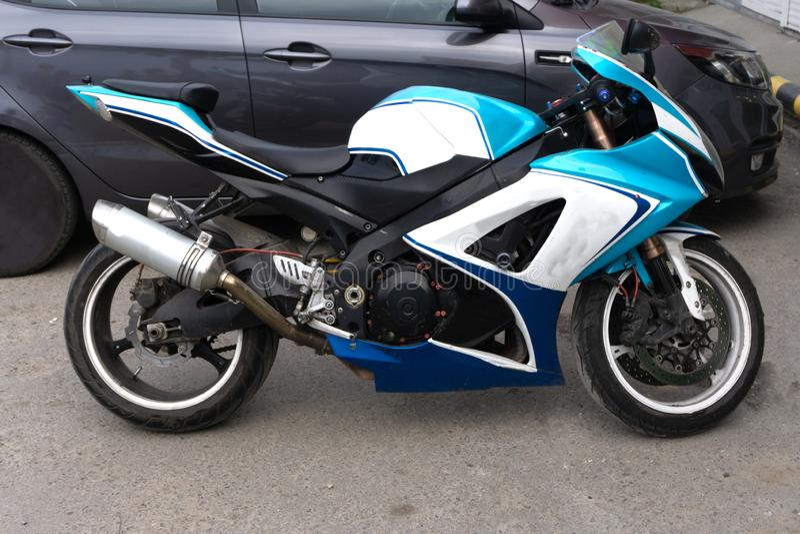 Motocicleta, que comenzó la producción de motocicletas adentro miradas como coche de alto rendimiento imágenes de archivo libres de regalías