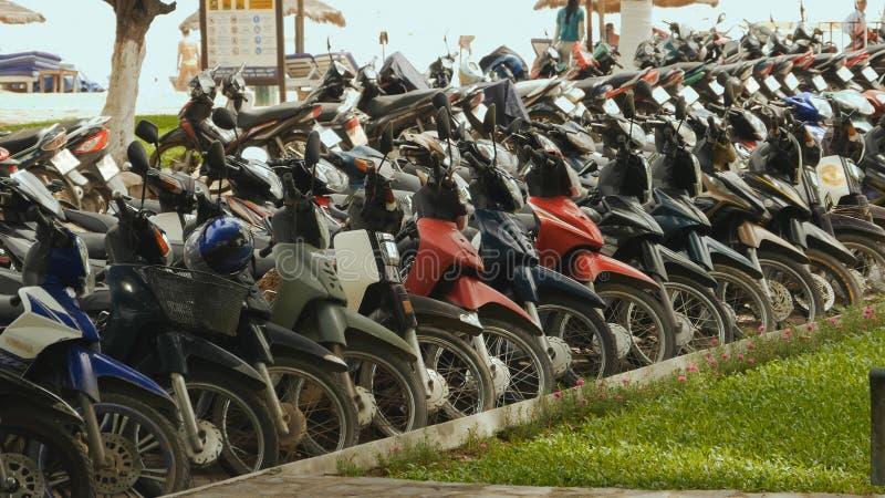 Motocicleta que estaciona Nha Trang vietnam 2016 anos fotografia de stock