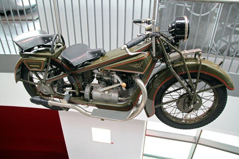 Motocicleta verde de Audi del vintage imagenes de archivo