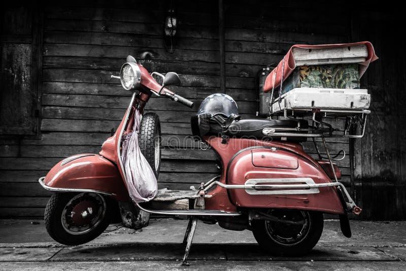 Motocicleta vieja clásica del estilo del vintage de la moda imagen de archivo libre de regalías