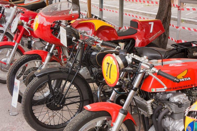 Motocicletas de competência velhas fotos de stock royalty free