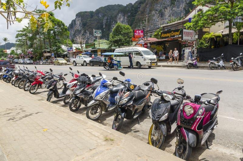 Motocicletas y moto en las calles del tailandés imágenes de archivo libres de regalías