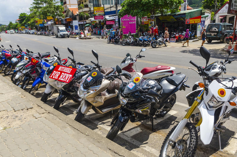 Motocicletas y moto en las calles del tailandés fotos de archivo