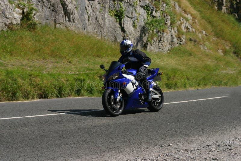 Motocicletta blu, una mano immagini stock libere da diritti