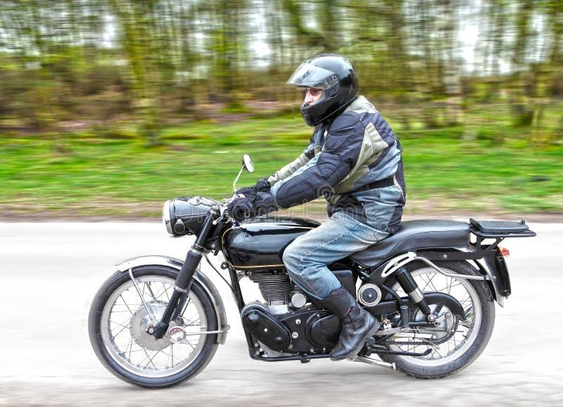 Motocicletta con il cavaliere fotografia stock libera da diritti