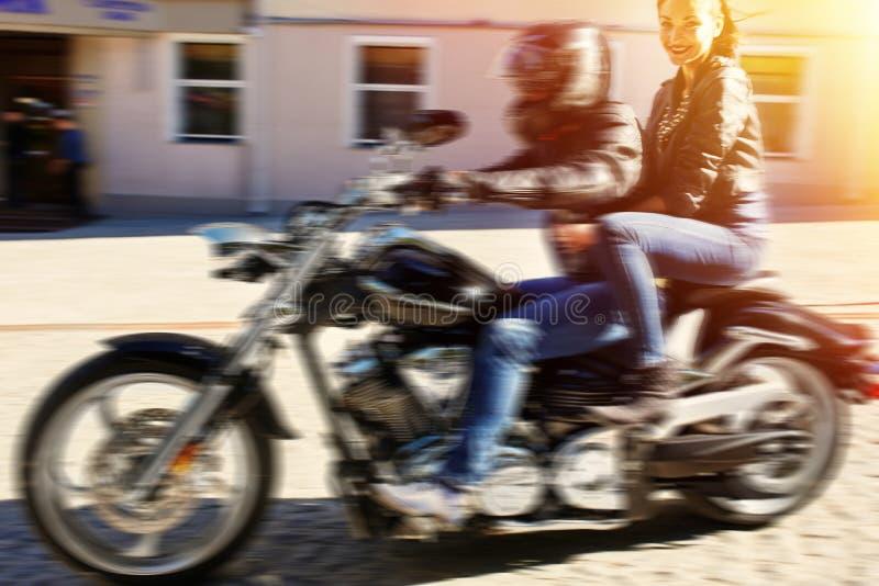Motocicletta di guida del motociclista fotografia stock