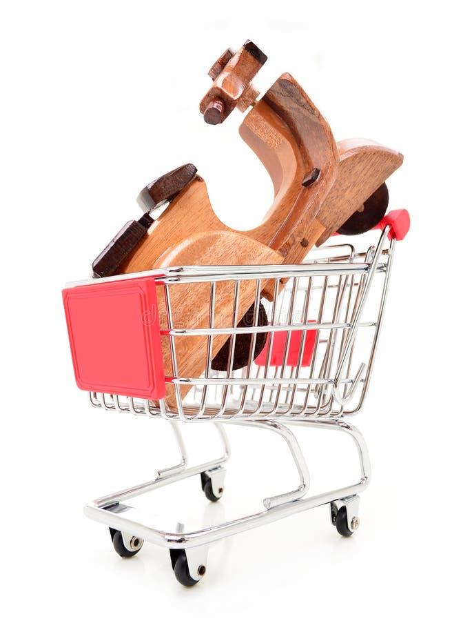 Motocicletta e carretto di legno del giocattolo fotografia stock libera da diritti