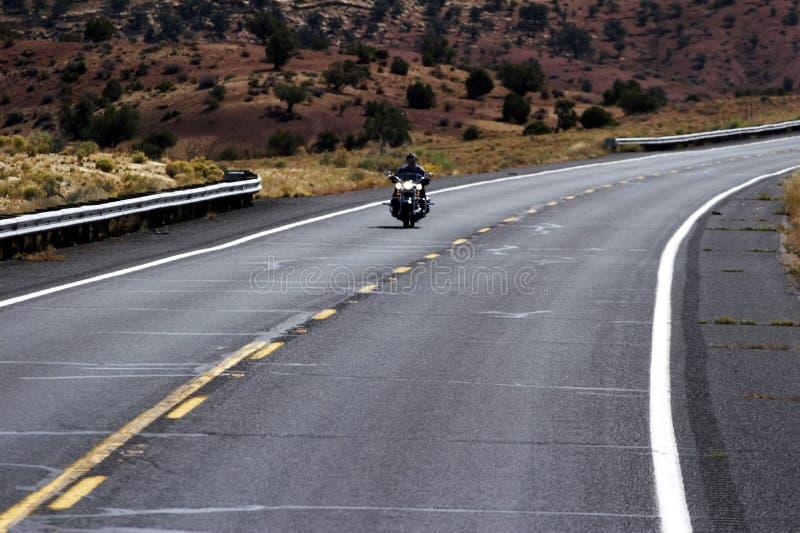 Motocicletta sulla strada principale fotografia stock
