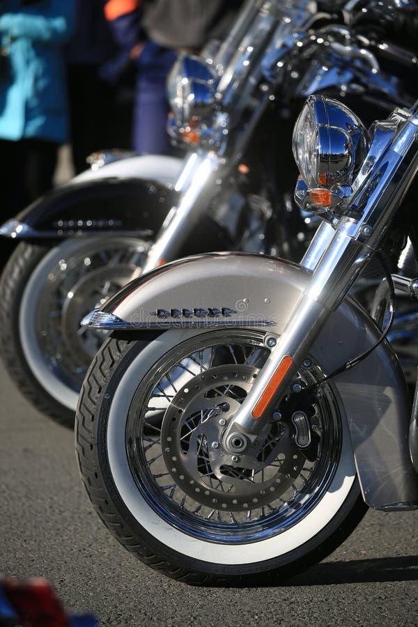Motocicli Harley-Davidson Softail Deluxe Le ruote anteriori si chiudono su fotografie stock