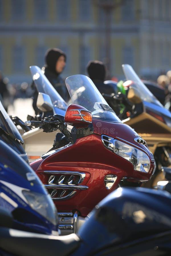 Motocicli Honda Gold Wing il giorno soleggiato, primo piano Immagine di priorit? bassa fotografia stock