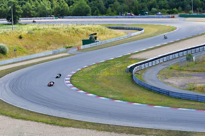 Motocicli sulla pista immagine stock