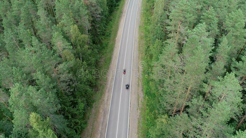 Motocicli sulla strada forestale immagine stock libera da diritti