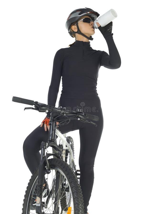 Motociclista bevente della montagna fotografia stock libera da diritti
