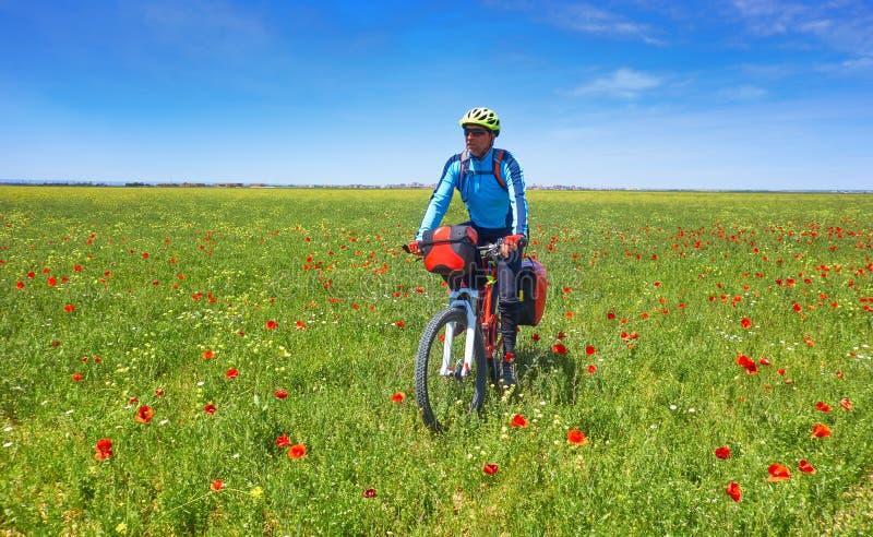 Motociclista da Camino de Santiago in bicicletta fotografia stock