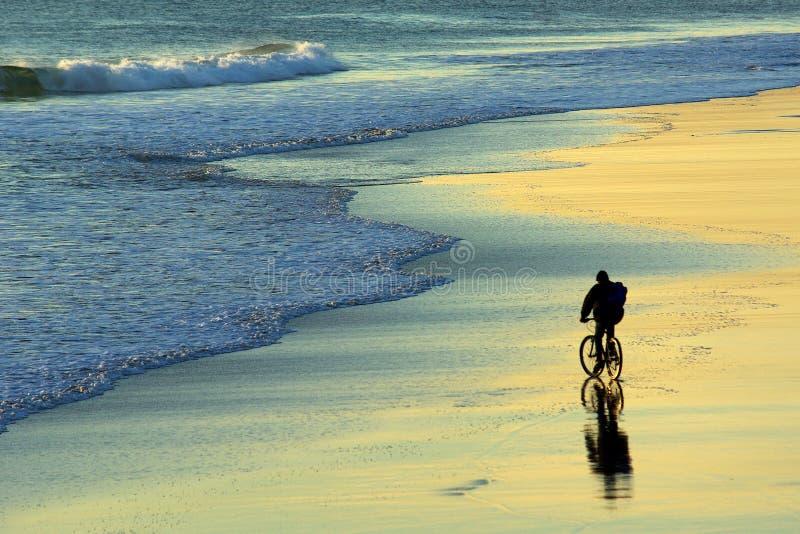 Motociclista da praia imagem de stock