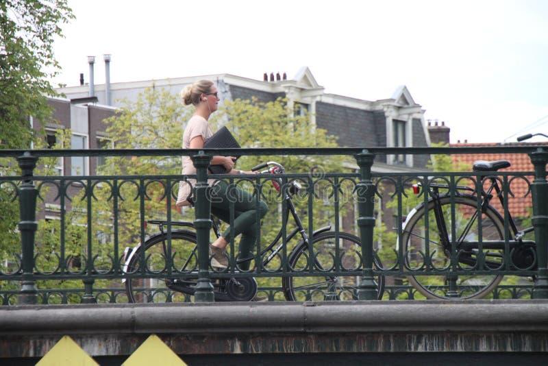 Motociclista de Amsterdão fotografia de stock