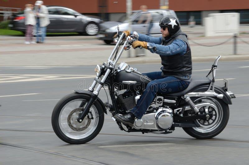 Motociclista de Harley-Davidson imagens de stock