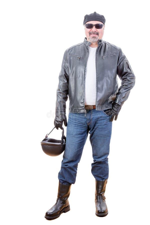 Motociclista de sorriso resistente que está sobre o branco fotos de stock royalty free