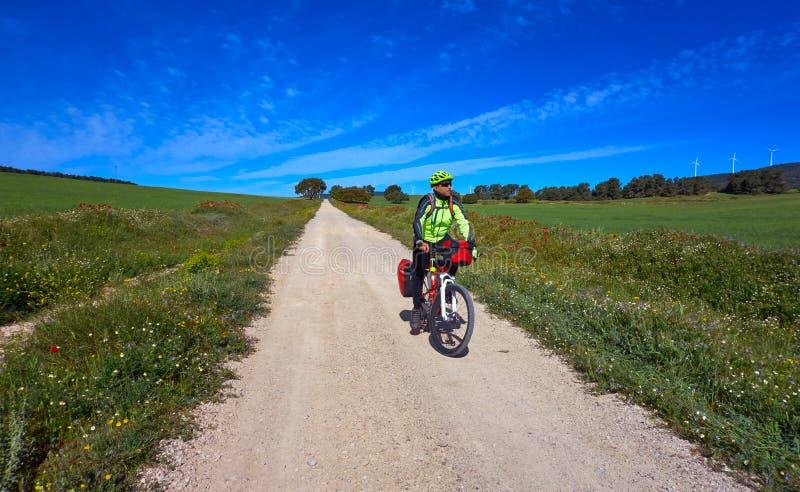 Motociclista por Camino de Santiago na bicicleta fotografia de stock royalty free