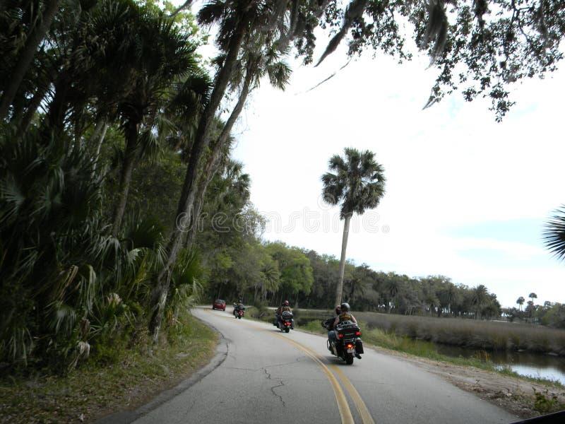 Motociclistas de Florida nas estradas traseiras foto de stock