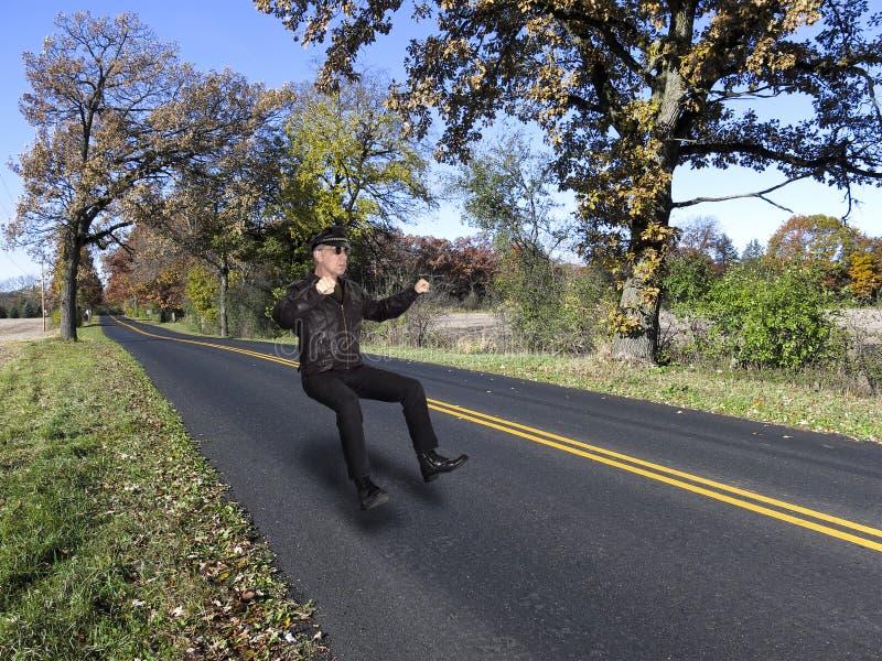 Motociclo astratto di guida del motociclista sulla strada principale aperta fotografia stock