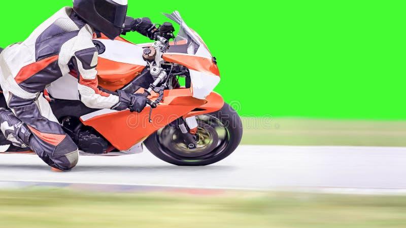 Motociclo che pende in un angolo veloce sulla strada principale fotografia stock libera da diritti