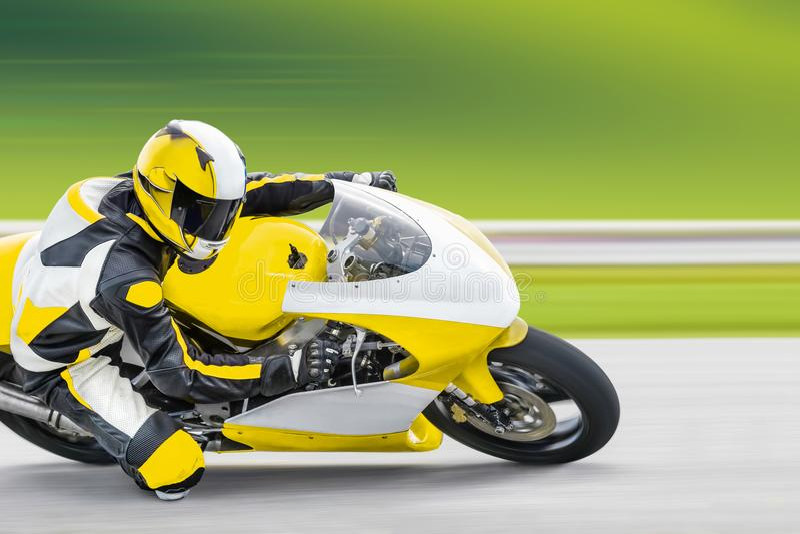 Motociclo che si appoggia pista immagini stock