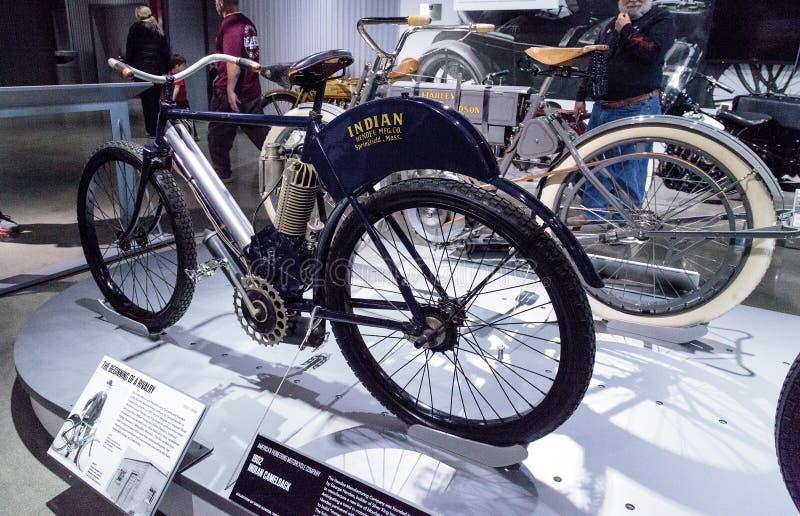 Motociclo del Camelback dell'indiano dei blu navy 1902 fotografie stock