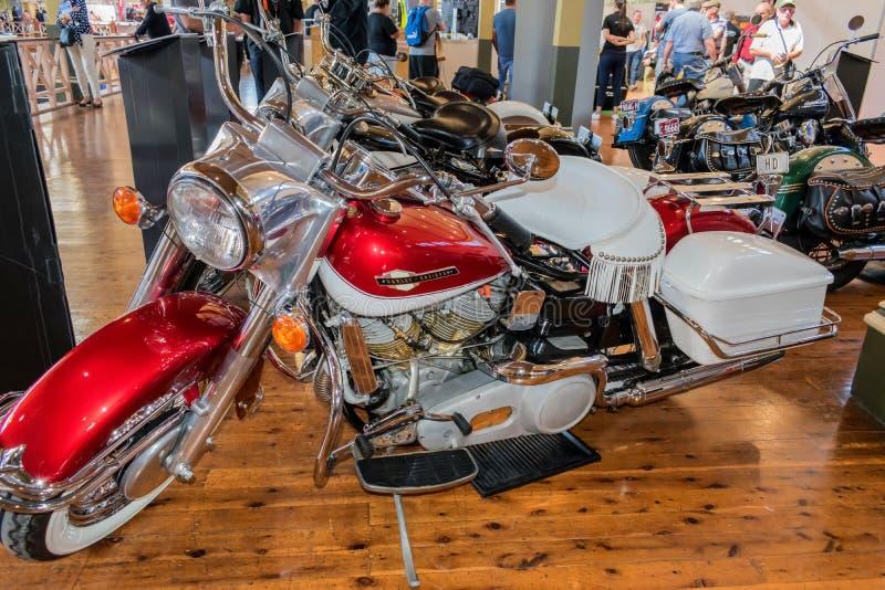 Motociclo 1965 della scivolata degli elettri di Harley Davidson FLH a Motorclassic immagine stock
