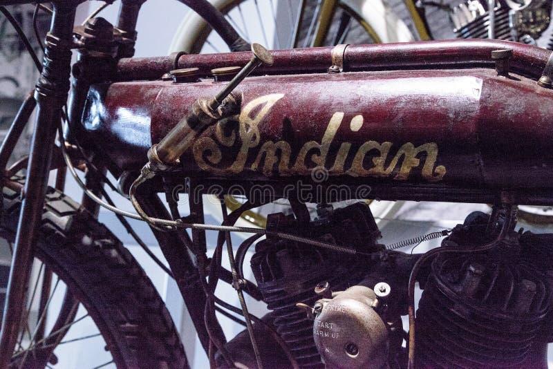 Motociclo indiano del corridore della pista del bordo di rosso 1912 arrugginiti fotografie stock