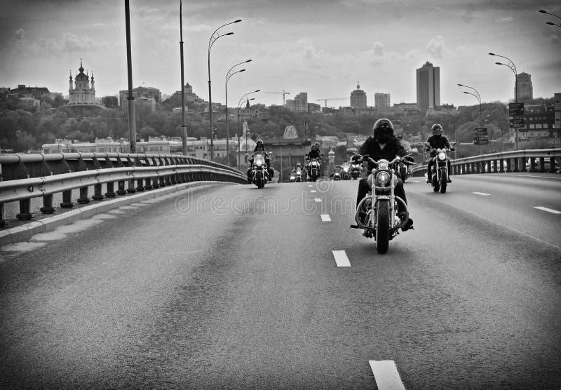 Motocolumn στο Κίεβο, ανοικτή εποχή στοκ φωτογραφίες