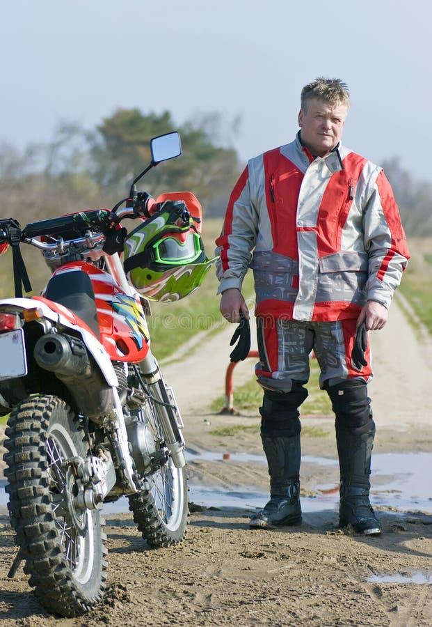 Motocroßmitfahrerportrait stockbild