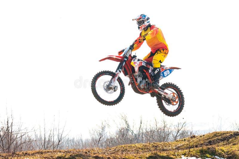 Motocrosraceauto het springen royalty-vrije stock fotografie