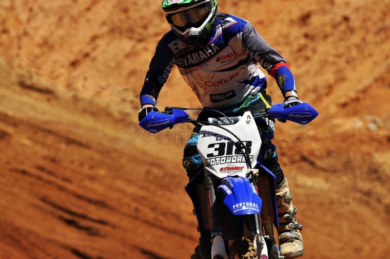 Motocrossryttare i nationellt lopp royaltyfri fotografi