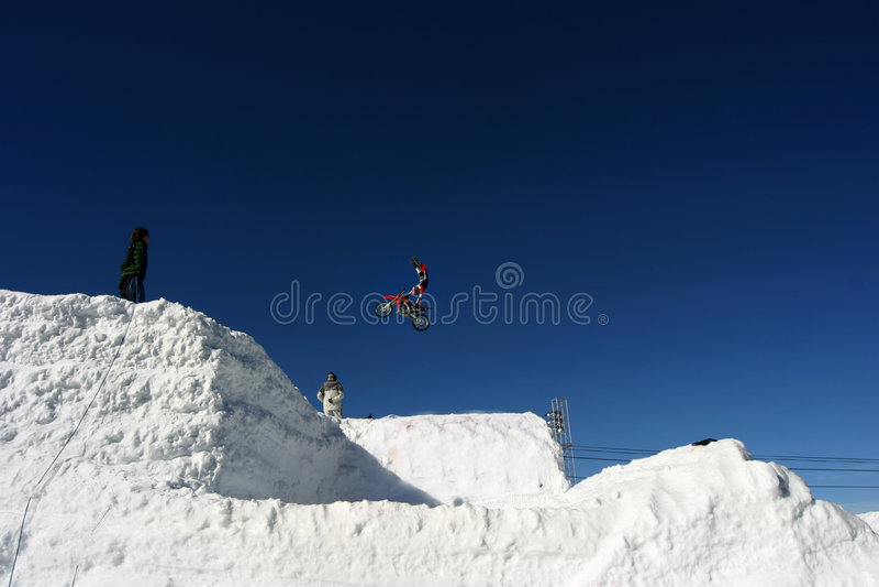 Download Motocrosssnow arkivfoto. Bild av banhoppning, motocross - 282406