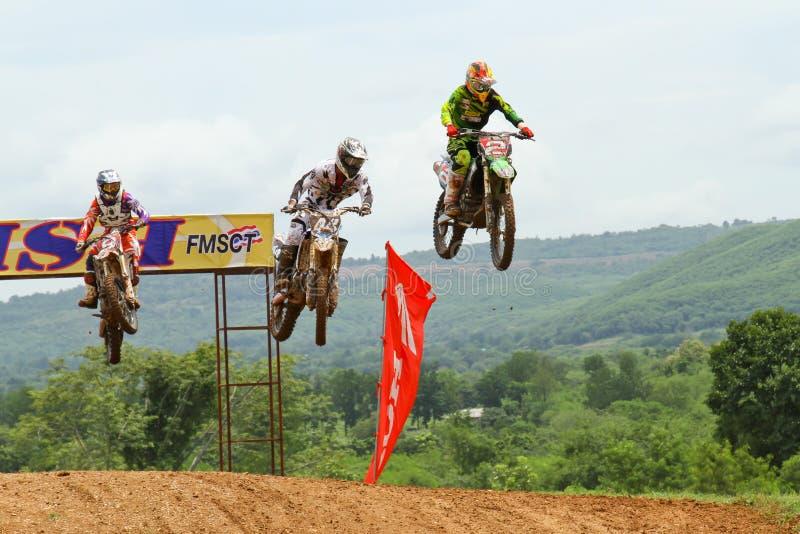 Motocrosssport. Motocrosscykel i ett lopp. fotografering för bildbyråer
