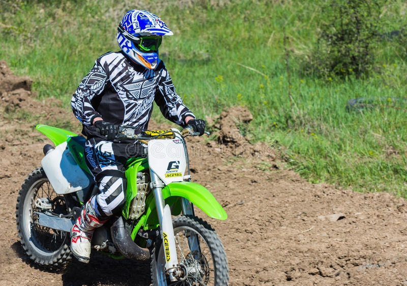 Motocrosszeigung in Bulgarien stockfoto