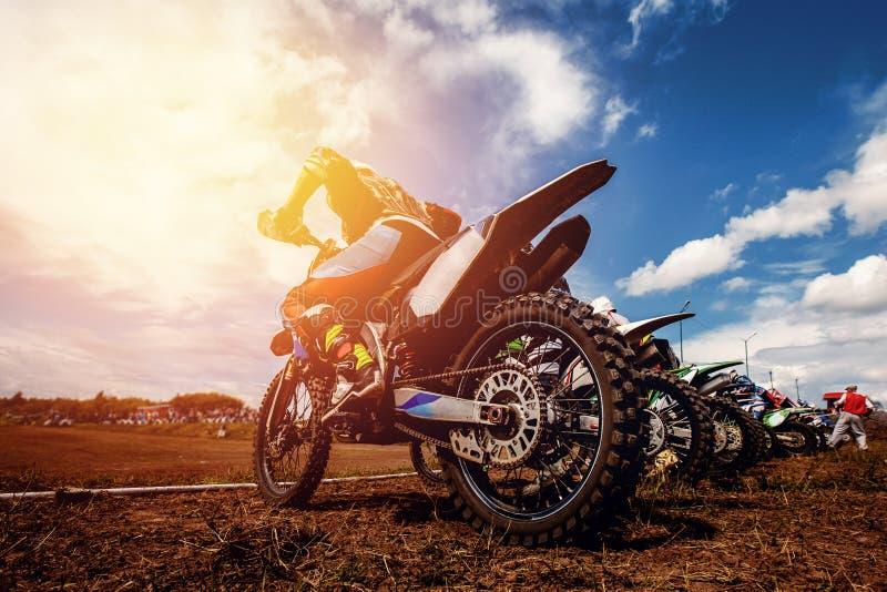 Motocycle uczestniczy w motocross fotografia stock