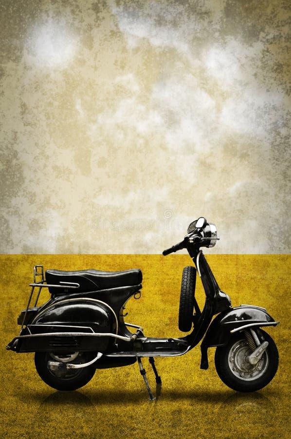 Motocyclette de cru sur la zone dans le rétro type photo libre de droits